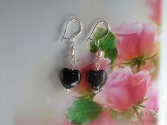 ann wei design sølv øreringe med sort hjerte og lyserød ferskvandsperle