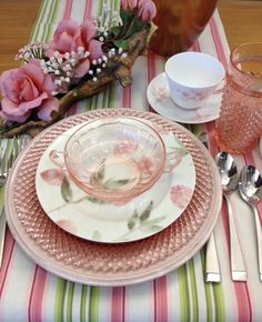 Pretty in pink - depression glass gets an update from newer china. Vintage Dishes, Vintage Kitchen, Vintage Glassware, Glass Table Set, Pink Table, Beautiful Table Settings, Spring Home Decor, Deco Table, Decoration Table
