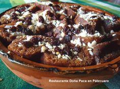 Platillos típicos como la Capirotada en Restaurante Doña Paca en Pátzcuaro.