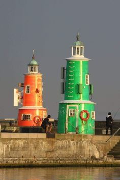 The green and red lighthouse in the harbour of Helsing r Denmark Stock Photo Beacon Of Hope, Beacon Of Light, Light In The Dark, Lighthouse Lighting, Lighthouse Art, Lighthouse Pictures, Safe Harbor, Beautiful Buildings, Unusual Buildings