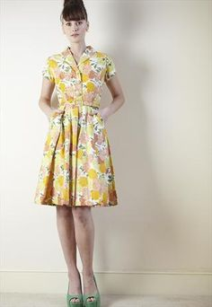 e64bc4a7ade063 Shirtwaist dress in a fun vintage print. With pockets! Mode Naaien