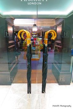 Love these door handles on Hackett shop in London. This really says Londong, don't you think? #doorhandles #umbrellas