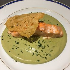 Saumon sur crème de brocolis et sa tuile de parmesan | Recettes de cuisine allégées