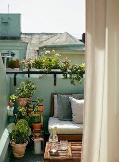 Comfy apartment balcony decorating ideas on a budget 38 small balcony garden ideas for decorate your apartment 32 private outdoor space is . Small Balcony Design, Small Balcony Garden, Small Patio, Patio Design, Balcony Ideas, Patio Ideas, Small Balconies, Balcony Plants, Outdoor Balcony