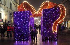La Navidad ha llegado a las calles de Polonia Christmas Arch, Bohemian Christmas, Office Christmas Decorations, Christmas Arrangements, Silver Christmas, Christmas Lights, Christmas Crafts, Holiday Tree, Xmas Tree