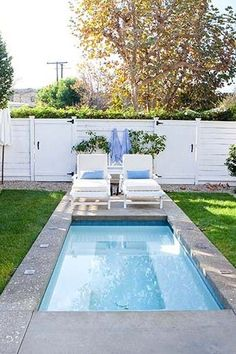 Cocktail Pools Are the Trend Summer 2018 Needed Cocktail Pools Are the Trend Summer 2018 Needed Small Inground Pool, Small Backyard Pools, Backyard Pool Designs, Swimming Pools Backyard, Pool Landscaping, Backyard Patio, Inground Hot Tub, Small Swimming Pools, Above Ground Pool