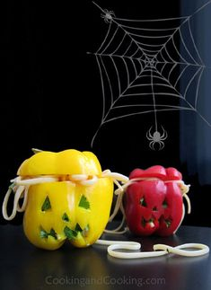 Scary Stuffed Peppers Recipe Halloween Crafts, Halloween Party, Halloween Recipe, Halloween Stuff, Icebox Cake Recipes, Diy Craft Projects, Mocha, Italian Recipes, Cooking Tips