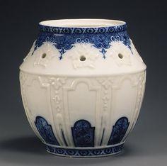 Rouen Fine Bone China Potpourri Rookwood Pottery, Ceramic Pottery, Pottery Art, Blue And White China, Blue China, Royal Copenhagen, Chinoiserie, Pot Pourri, Tiffany Art