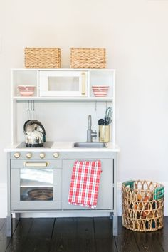 Magical Holiday Home Tour with a Strong Mantel Game Ikea Kids Kitchen, Toy Kitchen, Kitchen Hacks, Warm Home Decor, Hippie Home Decor, Dinette Ikea, Ikea Duktig, Toddler Rooms, Toddler Bed