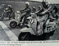 Cool racers Piaggio Scooter, Vespa Lambretta, Scooters, Retro Scooter, Italian Beauty, Argo, Vintage Art, Biker, Racing