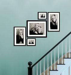 30 Wonderful Stairway Gallery Wall Ideas www.futuristarchi… 30 wundervolle Treppenhaus-Galerie-Wand-Ideen www. Stairway Pictures, Stairway Gallery Wall, Gallery Wall Layout, Hang Pictures, Hanging Pictures On Wall, Ideas For Stairway Walls, Arrange Pictures, Stairway Art, Hallway Pictures