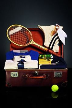 Wimbledon Suitcase That is an awesome Suitecase! Tennis Bags, Tennis Gear, Lawn Tennis, Tennis Clothes, Wimbledon Strawberries And Cream, Tennis Online, Ivy Style, Tennis Fashion, School Sports