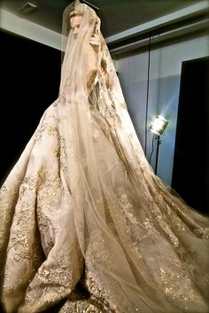 Golden Bridal Gown by Elie Saab 2012 Couture Show In Paris