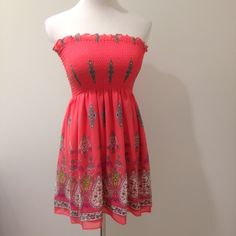 """Strapless dress with elastic top. Fun dress for warmer weather. Pairs nicely with a cardigan. Although the top does stretch, I believe it runs small. The """"model"""" is a true medium and it fit well. Dresses Strapless"""
