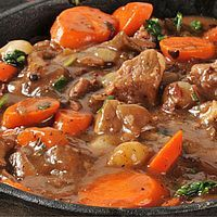 6 savory vintage recipes for Boeuf Bourguignon/Beef Burgundy - Click Americana Meat Recipes, Healthy Dinner Recipes, Crockpot Recipes, Cooking Recipes, Drink Recipes, Healthy Eating Tips, Healthy Nutrition, Ethnic Recipes, Notebook Ideas
