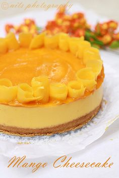 Mango mango everywhere and at my kitchen too :) My heart goes for anything made with mangoes! Cheesecake Fruit Salad, Mango Cheesecake, Cheesecake Recipes, Mango Dessert Recipes, Mango Recipes, Fun Desserts, Dinner Recipes, Dessert Aux Fruits, Pie Dessert