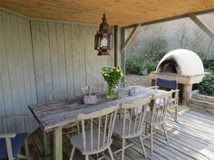 Al Fresco eating pavillion and wood fired pizza oven at Skimming Stones