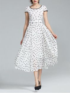 Pretty polka dots Modest Dresses, Modest Outfits, Cute Dresses, Vintage Dresses, Gown Dress, Dress Skirt, Prom Dress, Ghanaian Fashion, African Fashion