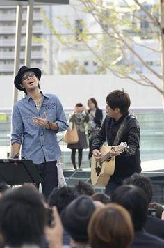 Kobukuro, Japanese popular duo performed in Osaka where they started their career. コブクロ