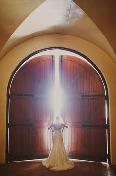 it would be such a rush to push open those doors and walk down an aisle covered in petals and trees overhead....sigh :)