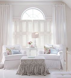 Cottage style provides the solution to the age-old dilemma of unifying mismatched furniture without a great cost: slipcovers! In crisp cotton canvas, duck, or denim, slipcovers hide worn or stained upholstery, protect heirloom pieces, and pull a room together with a few quick zips, snaps, or buttons.