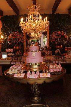 Um amor esta Festa Princesa!!Imagens Gardênia Araújo Festas.Lindas ideias e muita inspiração.Bjs, Fabíola Teles.             Mais ideias lindas: Garde...