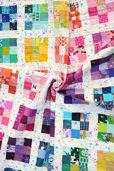 Rainbow Modern Postage Stamp Quilt - Kitchen Table Quilting Scrappy Quilt Patterns, Scrappy Quilts, Quilt Blocks, Postage Stamp Quilt, Postage Stamps, Modern Quilting Designs, Traditional Quilts, Modern Traditional, Rainbow Quilt