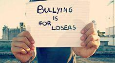 Stop Bullismo, a 15 anni crea una chat per le vittime A 15 anni Vittoria, questo il nome di fantasia, ha deciso di creare su whatsappun un gruppo aperto a tutte le vittime di bullismo, come lei. Dall'età di 6 anni, infatti, la ragazza è vittima dei bull #cyberbullismo #adolescenti #italia