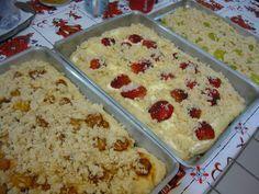 Cuca de Frutas da Tia Rosinha | Alemã | Receitas Gshow Food Cakes, Cupcake Cakes, Sweet Recipes, Cake Recipes, I Chef, Artisan Bread, Love Food, Bakery, Food And Drink