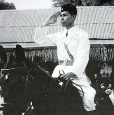 Soedirman Indonesian Women, Indonesian Art, Old Pictures, Old Photos, Dutch East Indies, Javanese, Great Father, Marvel Funny, Founding Fathers