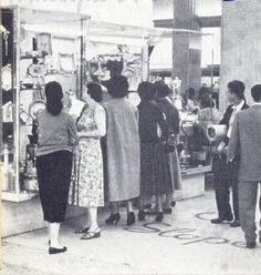 Na década de 1950, o edifício abrigou uma das lojas da Casa Sloper, ponto tradicional da sociedade carioca. Além de acessórios como cordões, pulseiras, anéis e outros utensílios do gênero, o magazine vendia cosméticos, vestuário feminino, masculino e infantil, roupa de cama e mesa, brinquedos, cristais e objetos de decoração. Casa Sloper em 1958