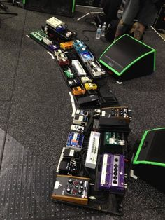 Josh Klinghoffer's pedalboard - Now this is just being greedy! For more guitar related articles, visit www.guitarjar.co.uk