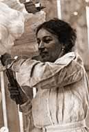 """Dolores Mora de la Vega, Lola Mora,la primera escultora argentinaSu gran talento la llevó a Buenos Aires y más tarde a Roma, Italia, donde llegó becada por el gobierno argentino. La calidad de sus obras le dio fama en toda Europa.El 17 de noviembre es el día del nacimiento de Lola Mora, declarado """"Día Nacional del Escultor""""."""
