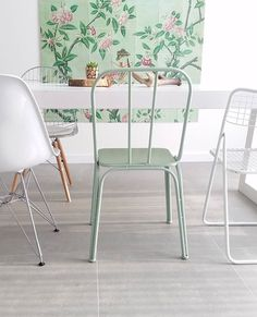 how pretty is this combination! We love the pastel colored IXXI of the 'Victoria & Albert Museum' Imagebank in the home of Eveline. Such a great and clean style. Interior Design Kitchen, Decor, Interior Design, House Interior, Home, Interior, Colorful Interiors, Home Decor, Interior Garden