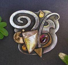 "Linda Ladurner / Broche- Pendentif ""Chevalier"" 2008. Argent, or, quartz rutile, citrine, grenat. Brooch- pendant.Silver, gold, rutilated quartz, citrine, garnet."