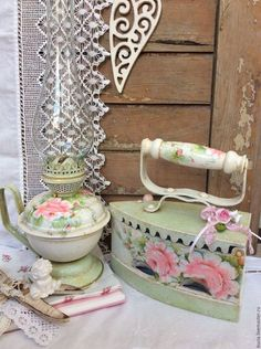 Chic Kitchen Colors 20 Easy & Gorgeous DIY shabby chic decor ideas for 2019 - Ethinify Armoire Shabby Chic, Cocina Shabby Chic, Shabby Chic Bedrooms, Shabby Chic Kitchen, Shabby Chic Furniture, Furniture Storage, Modern Furniture, Furniture Design, Affordable Furniture