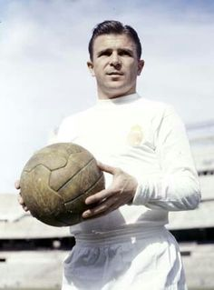 Ferenc Puskas - He played alongside Di Stéfano in the great Real Madrid team of the and He won three European Cups and scored four goals in the 1960 final against Eintracht Frankfurt. Madrid Football, Fifa Football, Football Icon, Best Football Players, Good Soccer Players, World Football, Real Madrid Team, Real Madrid History, Messi