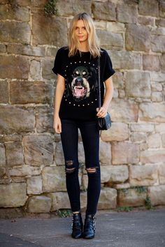 40 Casual Summer Outfits Ideas to CopyNow | black skinny jeans and a cool graphic t-shirt @stylecaster