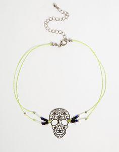 Halskette von ASOS Collection silberfarbene Optik Kordelkette Totenkopf-Anhänger mit Perlenverzierung verstellbare Kettenlänge Karabinerverschluss 70% Eisen, 20% Kunststoff, 10% andere Fasern