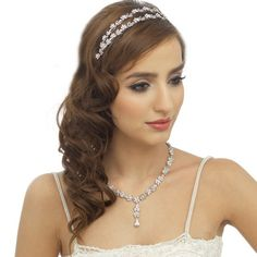 The Monte Bridal Headband features shimmering clear cubic zirconia stones.This piece is beautifully presented in Roman