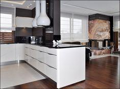 Meble kuchenne w lakierze białym na wysoki połysk, ścianki boczne zaoblone, uchwyty chrmowane krawędziowe, blat granitowy star galaxy. #werkmebel #niemieckakuchnia #nowoczesnakuchnia #bielczern #czarnyblat #bialemeble #domar #alejabielany #homeparkjanki Interior Design Kitchen, Furniture, Home Decor, Decoration Home, Room Decor, Home Furnishings, Kitchen Interior, Home Interior Design, Home Decoration
