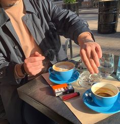 Coffee Cafe, Coffee Drinks, Coffee Shop, Pandora Daisy Ring, Cigarette Aesthetic, Coffee And Cigarettes, Cut Her Hair, Story Instagram, Coffee Photography