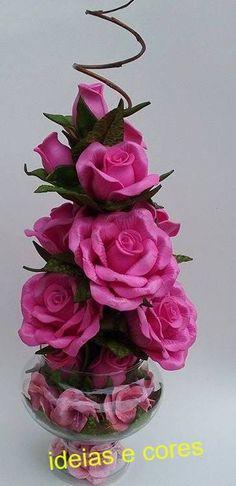 Arranjo com rosas na taça                                                                                                                                                                                 Mais