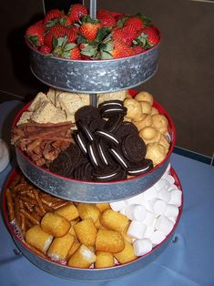 Chocolate Fondue Ideas Treats Desserts 62 Ideas For 2019 Chocolate Fountain Bar, Chocolate Fountains, Bar A Bonbon, Fondue Party, Raclette Party, Snacks Für Party, Party Appetizers, Party Desserts, Christmas Appetizers