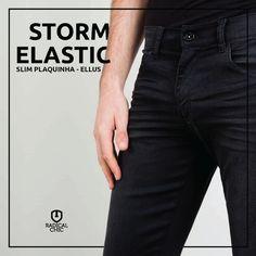 Elegante e clássico, o jeans de lavagem escura é a pedida ideal para eventos mais casuais. Pode combinar com uma camiseta basica ou um modelo mais trabalhado ;) #TodaHoraÉ #TodaHoraÉEllus #Ellus #EllusForHim #JeansEllus #RadicalChic #ModaMaculina #RadicalChic