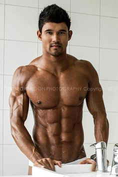 Johnny Starr - fitness model. Click on image to read full interview with Johnny. #JohnnyStarr #fitnessmodel