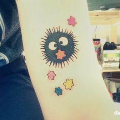 Studio Ghibli Tattoos Inspired By Miyazaki Films Little Susuwatari/soot Sprite Tattoo From Spirited Away Bff Tattoos, 1 Tattoo, Real Tattoo, Anime Tattoos, Future Tattoos, Body Art Tattoos, Sleeve Tattoos, Cool Tattoos, Kawaii Tattoos