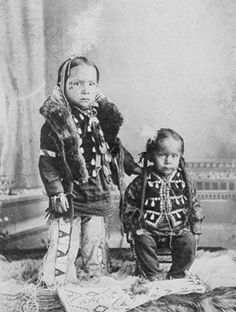 Children of White Bull - Oglala Sioux Nation - C 1910 Native Child, Native American Children, Native American Pictures, Native American Beauty, Native American Beading, Native American History, Native American Indians, Sioux Nation, Native Indian