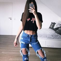 As fall approaches, this time around we're vowing to give those items a second pass before pushing them to the back of our closet. Kpop Outfits, Fall Outfits, Cute Outfits, Fashion Outfits, Fashion Trends, Dress Code, Teen Girl Fashion, Latest Fashion For Women, Boyfriend Jeans