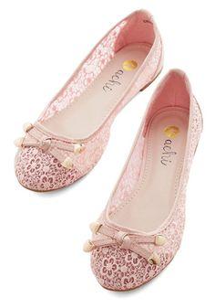 Ideas wedding shoes lace flats retro vintage for 2019 Pretty Shoes, Beautiful Shoes, Cute Shoes, Me Too Shoes, 1950s Fashion Shoes, 1950s Shoes, Lace Flats, Pink Flats, Ballet Flats